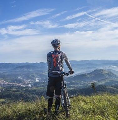 narty biegowe i rowery elektryczne