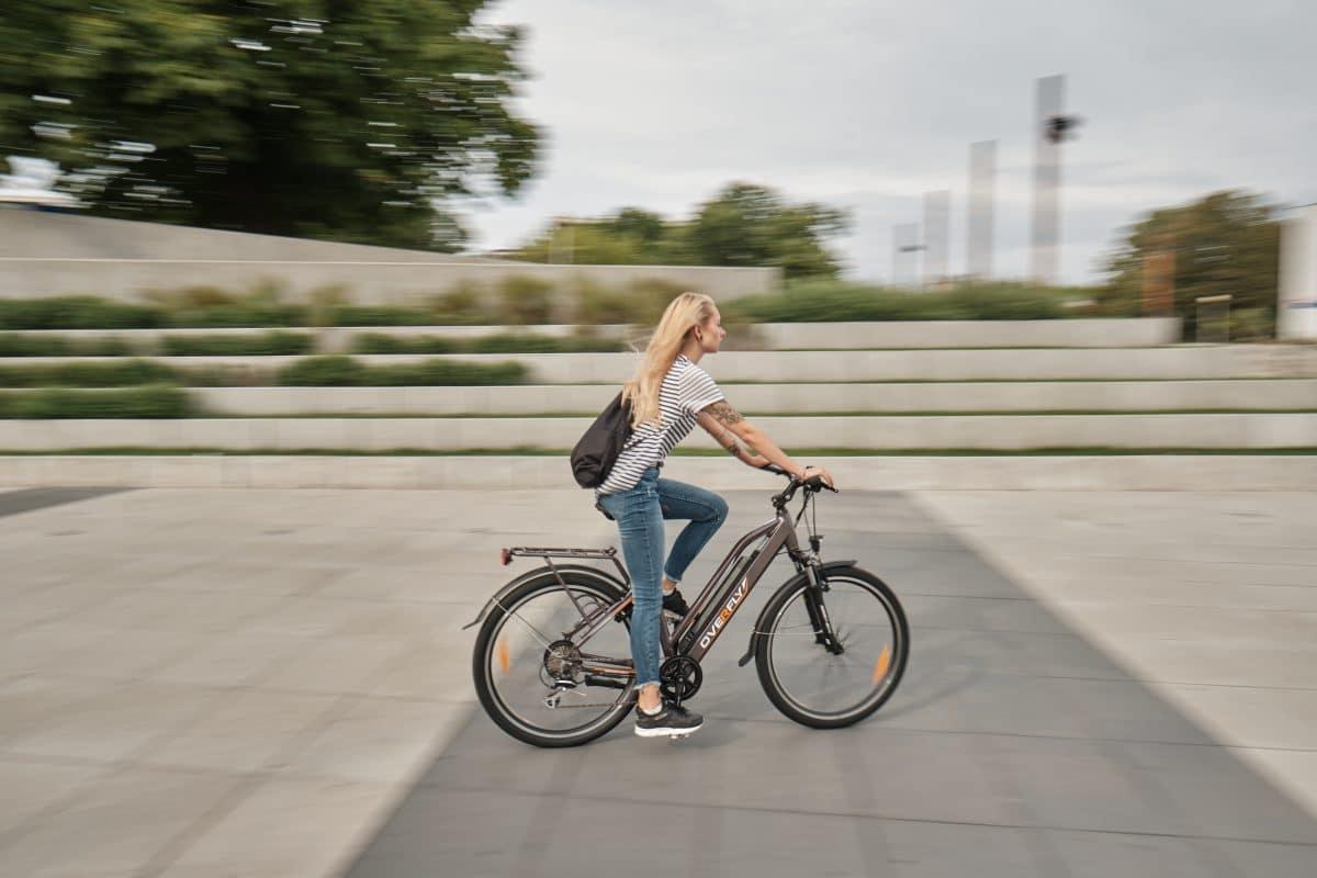 Rowery Elektryczne Warszawa - rower turystyczny damski Overfly GEAA